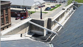 Parapet anchored to the roof. Source: FEMA.